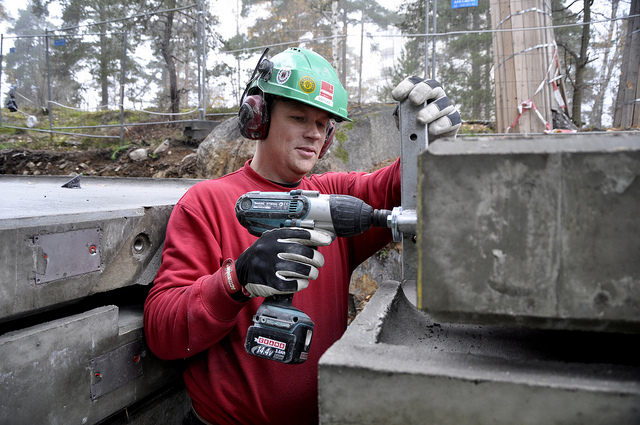 5 Best Cordless Impact Wrench Reviews